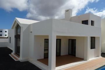 Moderne Villa mit Meerblick in Playa Blanca!