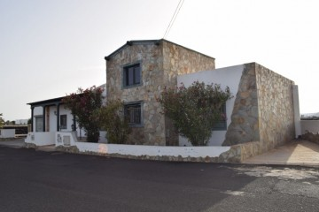 Beautiful spacious house located in El Islote-Lanzarote