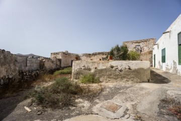 Semi-detached house with historical features and great views