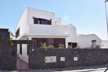 Charming duplex in San Bartolome