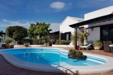 5 bedroom detached villa with pool in El Cable