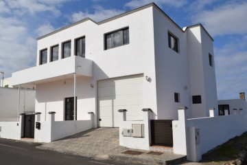 Amazing home in the beautiful town of Tinajo