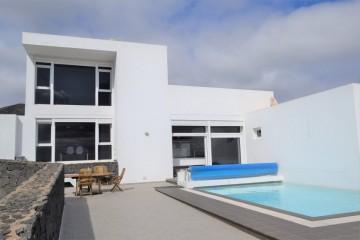 Chalét independiente, de arquitectura moderna con vistas panorámicas y piscina privada en Macher