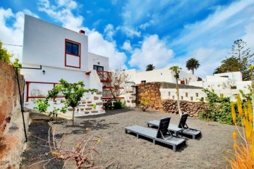 Beautifully restored rural house with touristic license in Haria