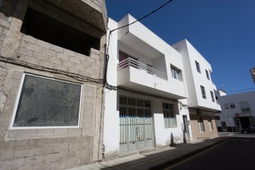 Central 3 bedroom apartment building in Corralejo