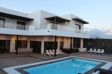 Beautiful spacious Villa in Puerto Calero