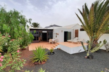 Bungalow in Las Coloradas in Playa Blanca