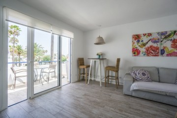 Charming apartment with communal pool on Av.Grandes Playas
