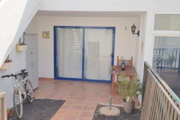 Questo appartamento al piano terra si trova in una zona tranquilla e sicura di Puerto del Carmen