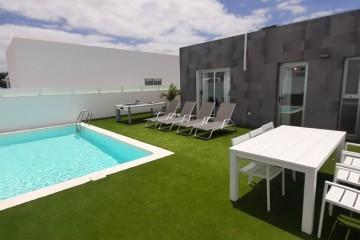 Modern villa for sale near the Marina Rubicon,